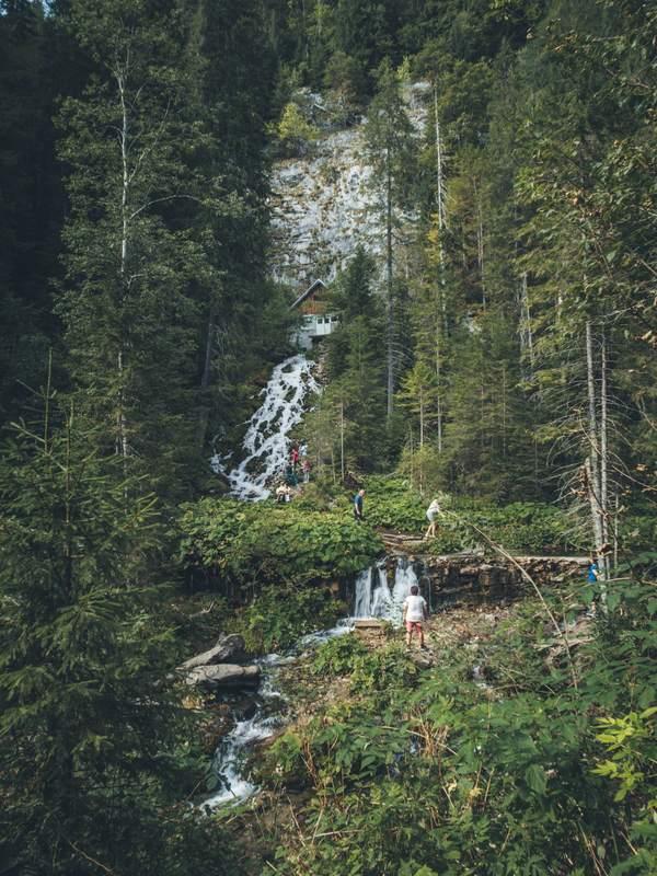 cascada 7 izvoare Traseu Lacul Scropoasa si Cascada 7 Izvoare: Drumeție ușoară aproape de Bucuresti